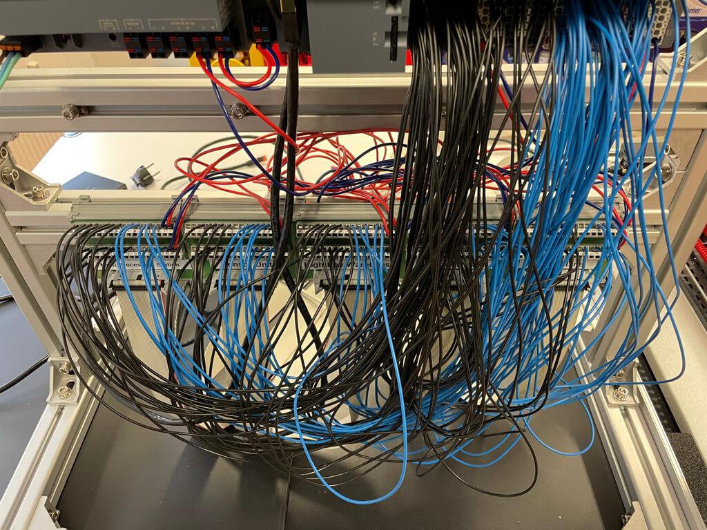Verbindung der SPS mit den den Flachbandkabelanschlüssen